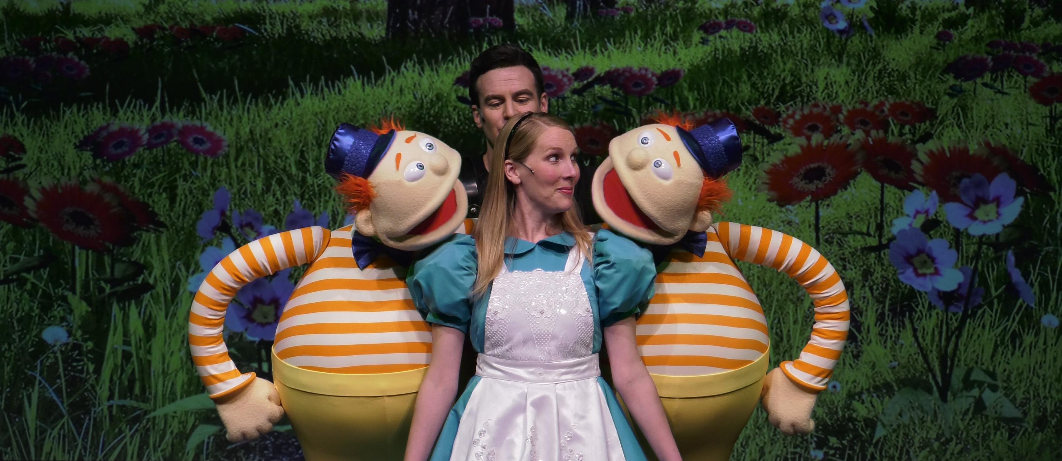 DLux Puppets: Alice In Wonderland